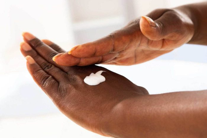 Soin de la peau en hiver : employez des super-hydratants.