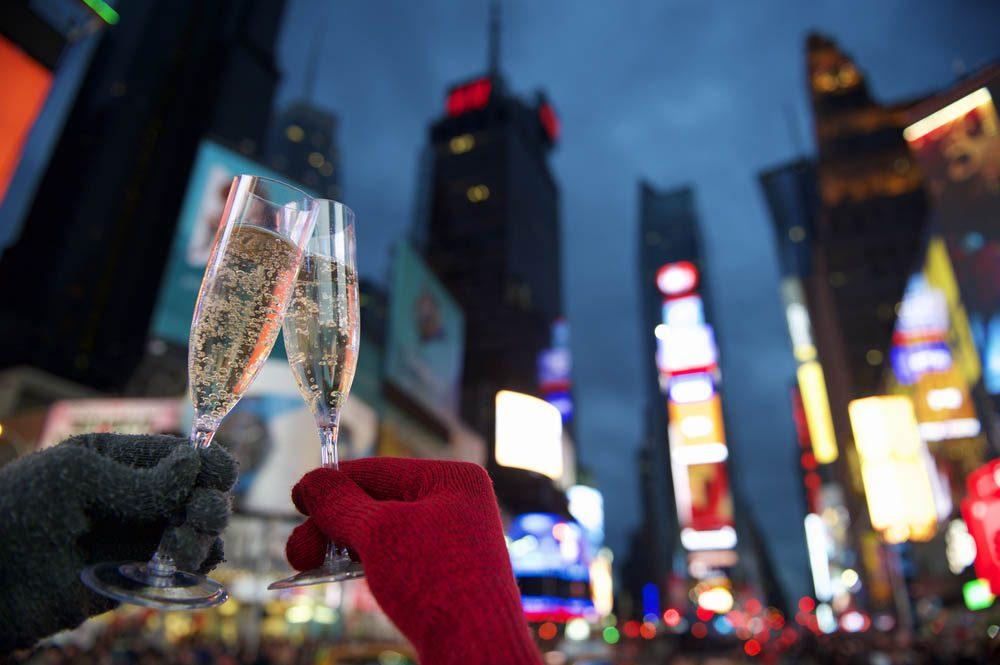 Temps des Fêtes : les fêtards de Times Square portent souvent des couches.