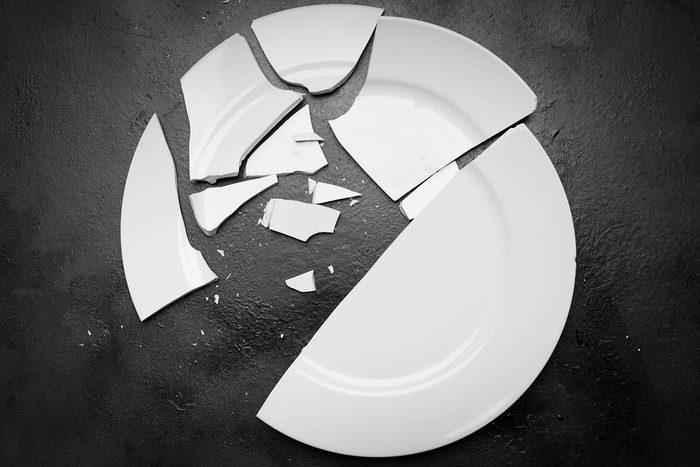 Tradition porte-bonheur au Danemark : cassez des assiettes.