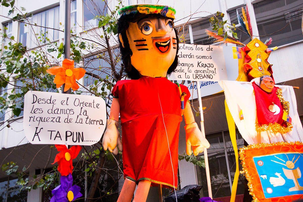Tradition porte-bonheur en Équateur : brûlez vos griefs.