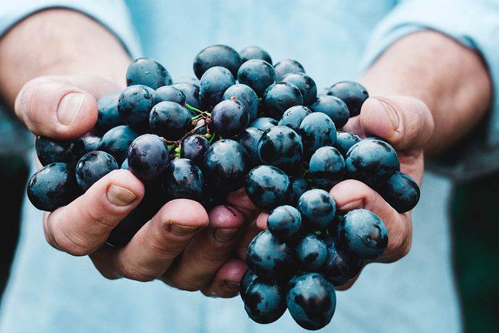 Tradition porte-bonheur en Espagne : mangez 12 grains de raisin en 12 secondes.