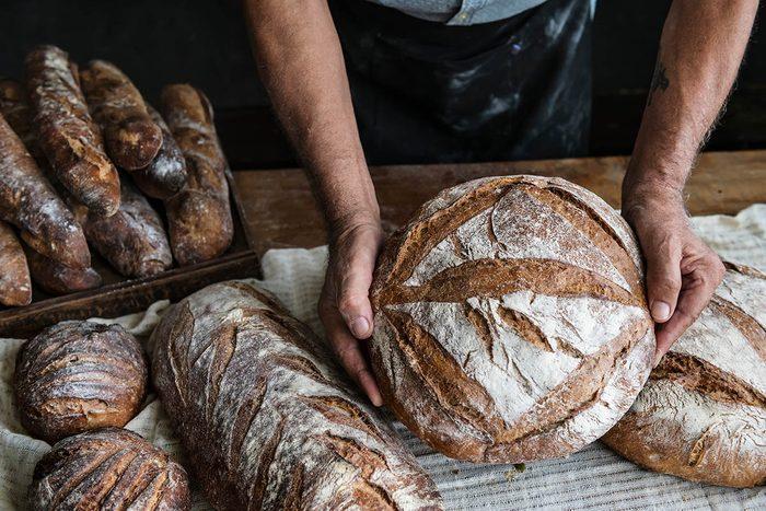 Tradition porte-bonheur en Irlande : lancez du pain sur les murs.