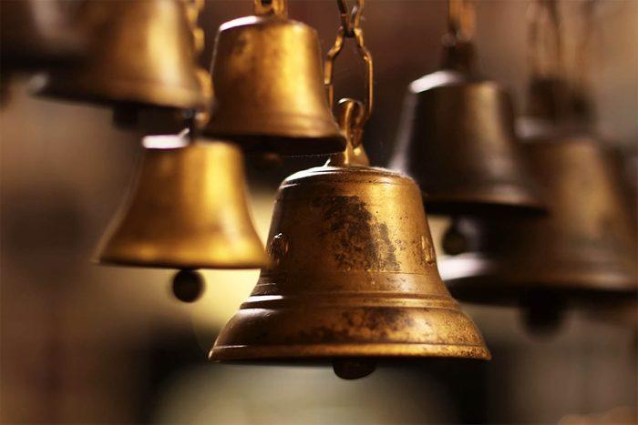 Tradition porte-bonheur au Japon : faites sonner une cloche 108 fois.