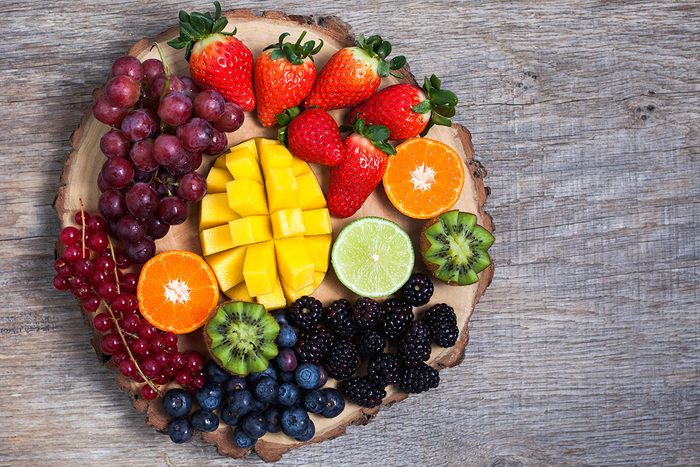 Tradition porte-bonheur aux Philippines : trouvez 12 fruits ronds.