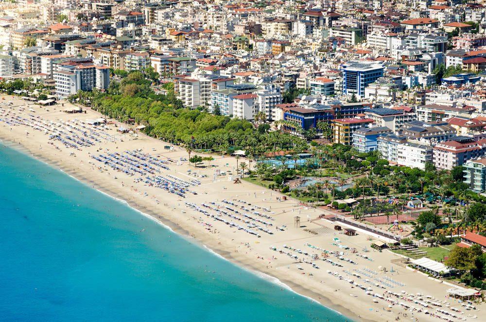 Voyage tout inclus : les hôtels se partagent souvent les plages.