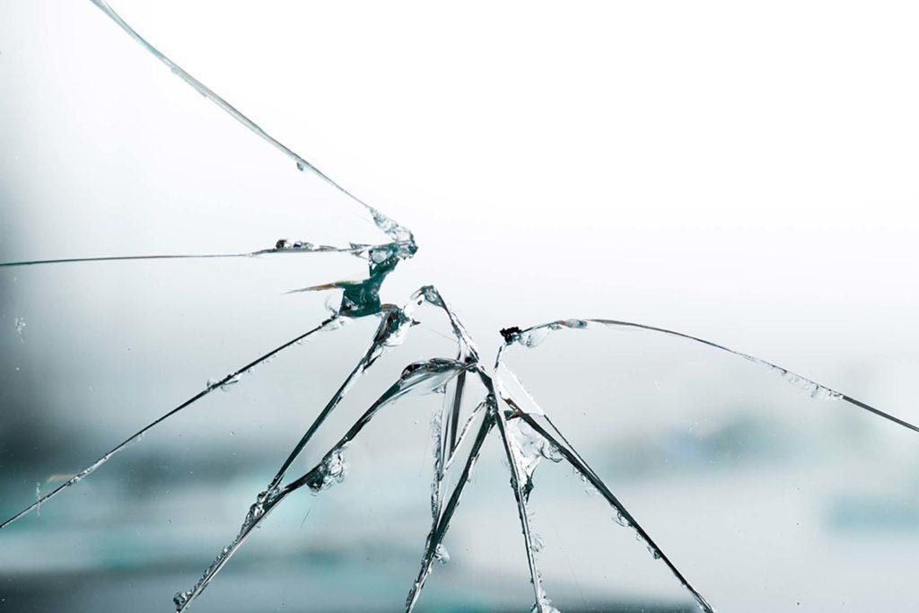 Une relation abusive peut se manifester par de l'agressivité.