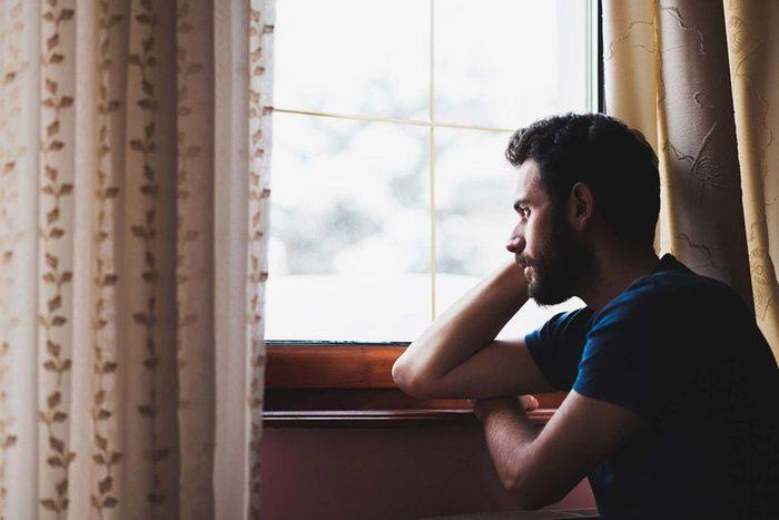 Une forme d'abus dans une relation peut être l'obsession de votre partenaire pour vous.
