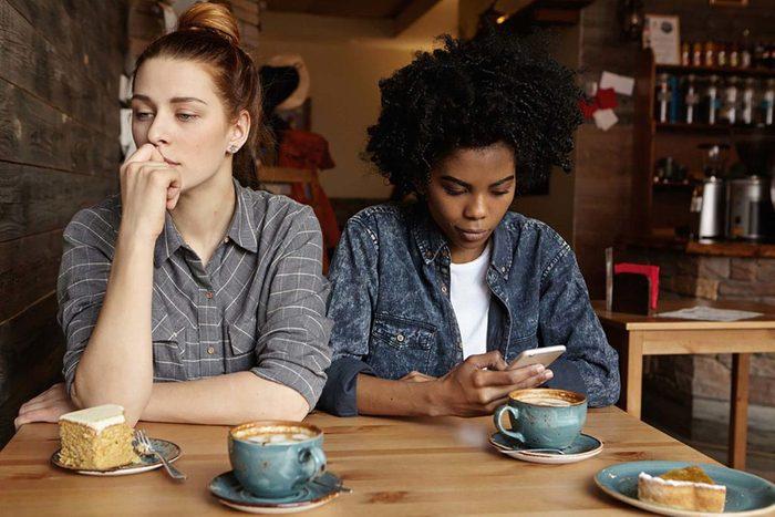 Une relation abusive peut être due à une possessivité extrême d'un des deux partenaires.