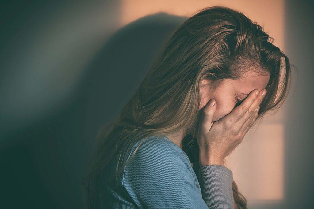 Relation abusive : votre partenaire se met facilement en colère et devient agressif.