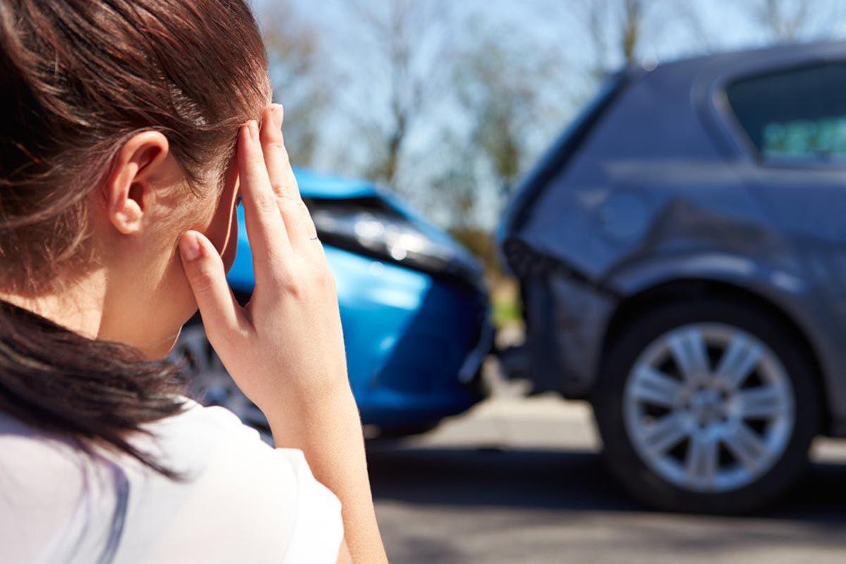 Après un accident de voiture, évitez de parler.