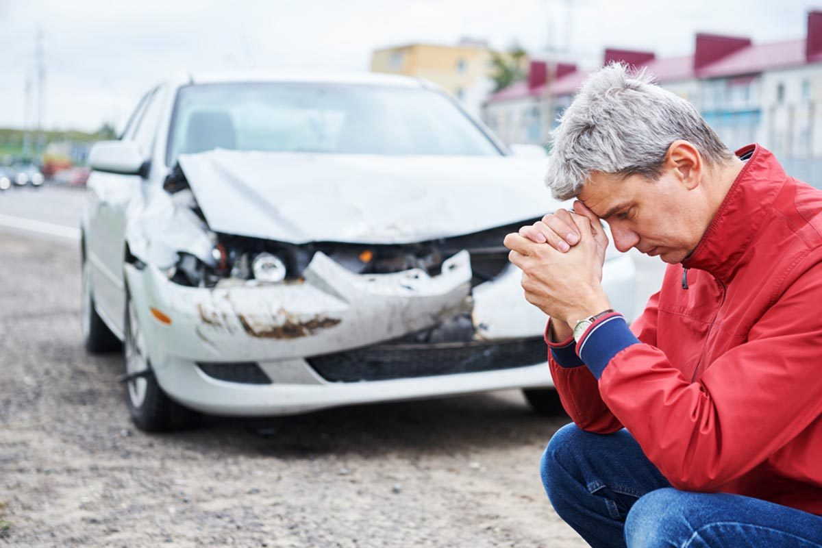 Après un accident de voiture, restez sur les lieux.