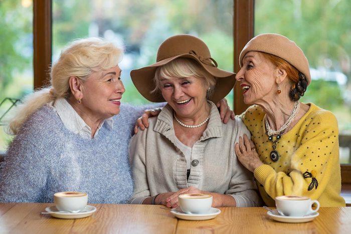 Certains aînés préfèrent vivre entre femmes exclusivement.