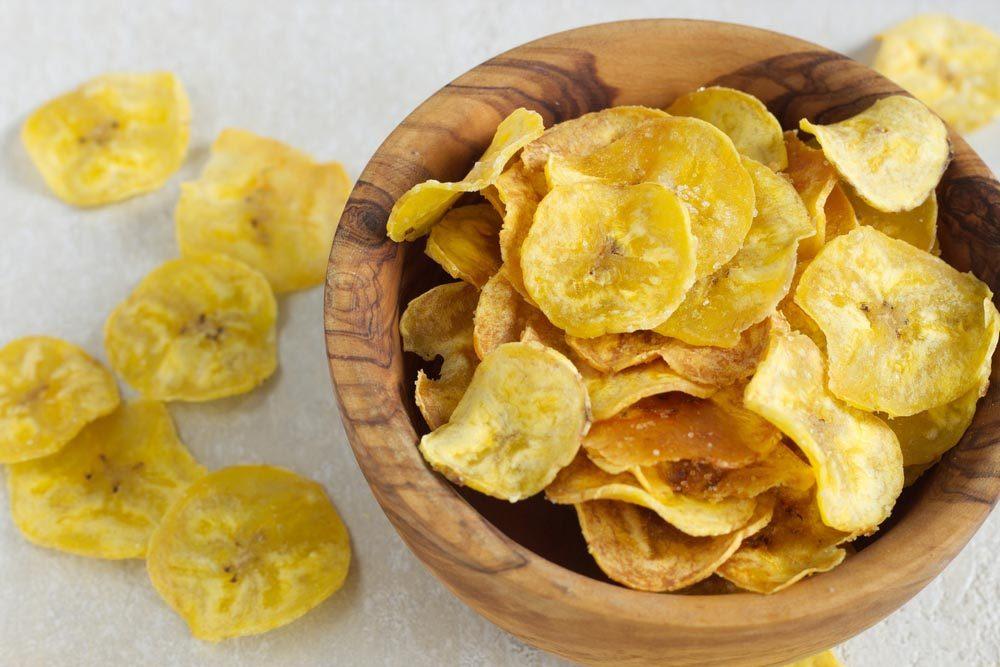 Aliment santé : les chips de banane sont caloriques.