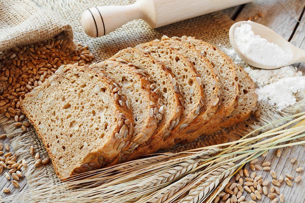 Aliment santé : le pain à la farine de blé non blanchie.