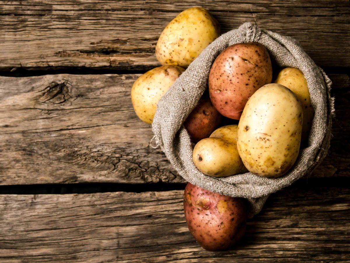 Aliments à ne jamais mettre au mélangeur : des pommes de terre.