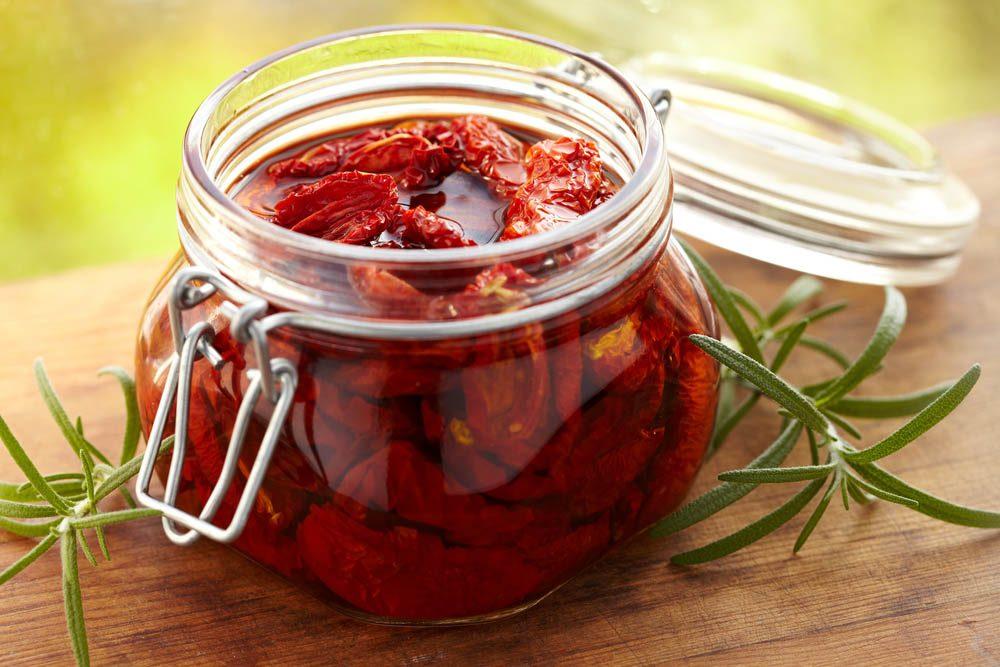 Aliments à ne jamais mettre au mélangeur : des tomates séchées.