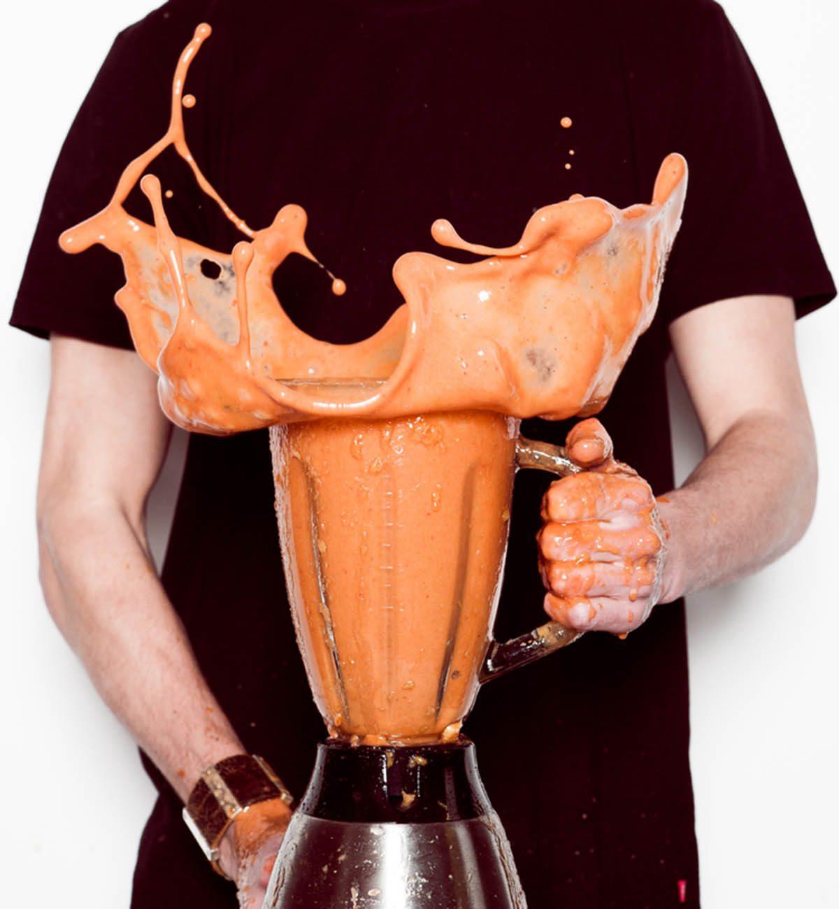Les aliments trop ou trop peu liquides ne doivent jamais être mis au mélangeur.