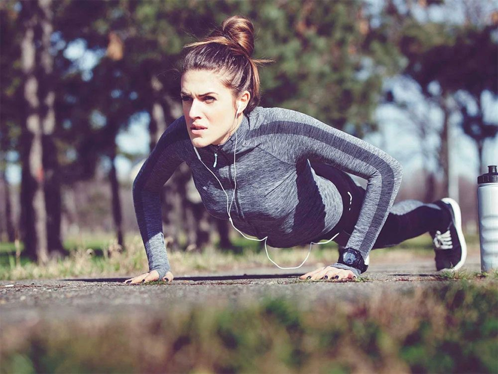 Faire un peu d'exercice tout au long de la journée fait partie des trucs anti-cancer à faire!