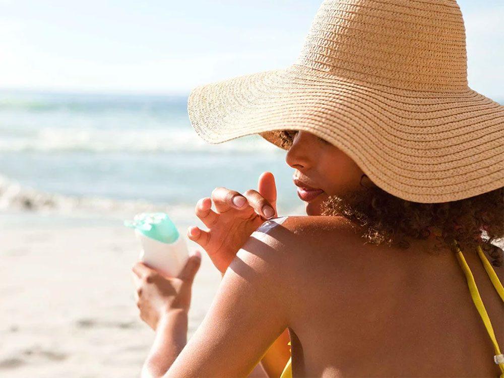 Ne pas se limiter à l'écran solaire fait partie des trucs anti-cancer à faire!