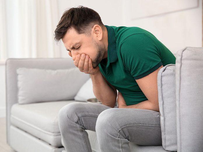 Soulager les nausées serait l'un des bienfaits du gingembre.