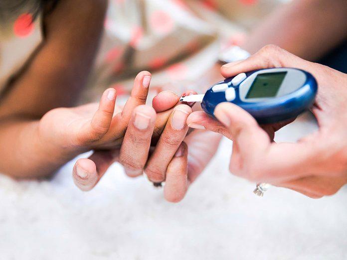Abaisser le taux de sucre sanguin serait l'un des bienfaits du gingembre.