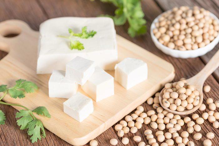 Bienfaits du tofu : il se fabrique de la même façon que le fromage.