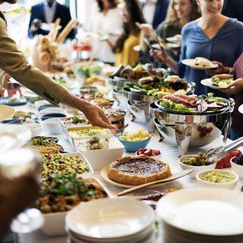 10 aliments à ne jamais toucher dans les buffets à volonté
