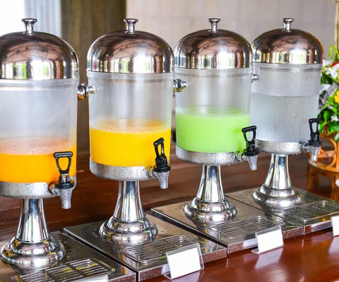 Dans un buffet à volonté, évitez les boissons sucrées.