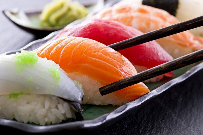 Dans un buffet à volonté, évitez les sushis.
