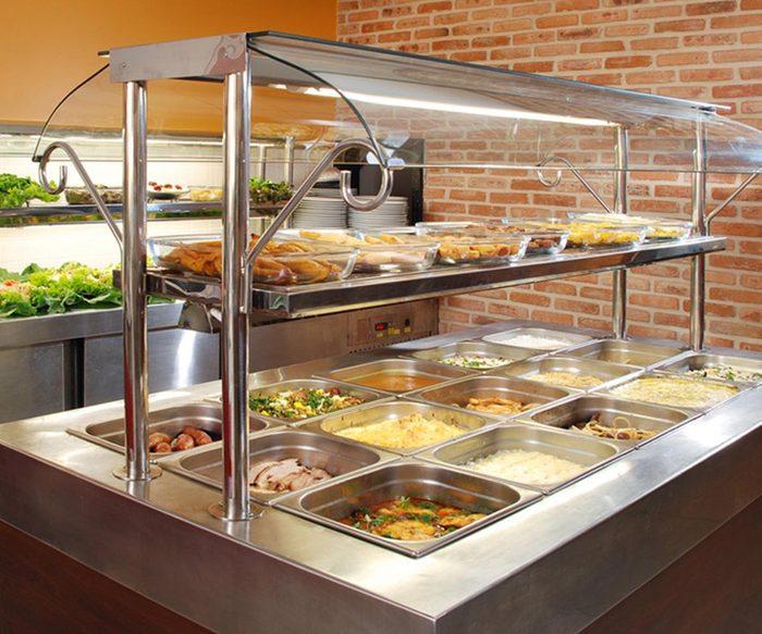 Dans un buffet à volonté, ne touchez pas les vitres de protection.