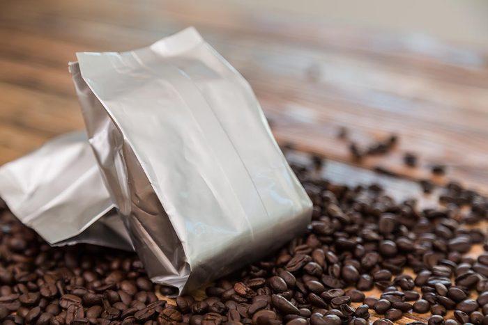 Le café se converse dans un endroit sec.