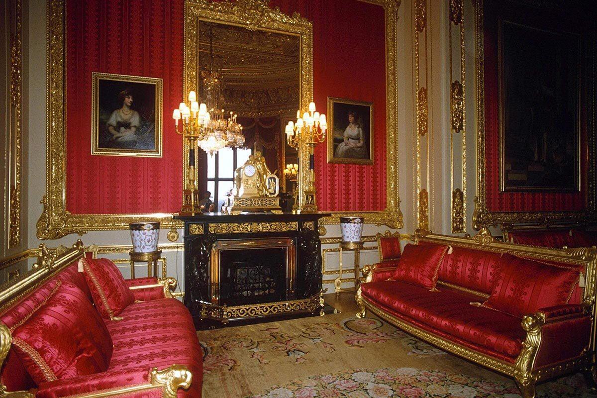 Le château de Windsor contient 300 foyers.