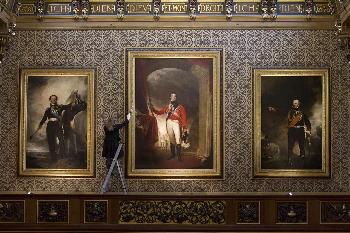 Le château de Windsor abrite des personnes qui y travaillent.