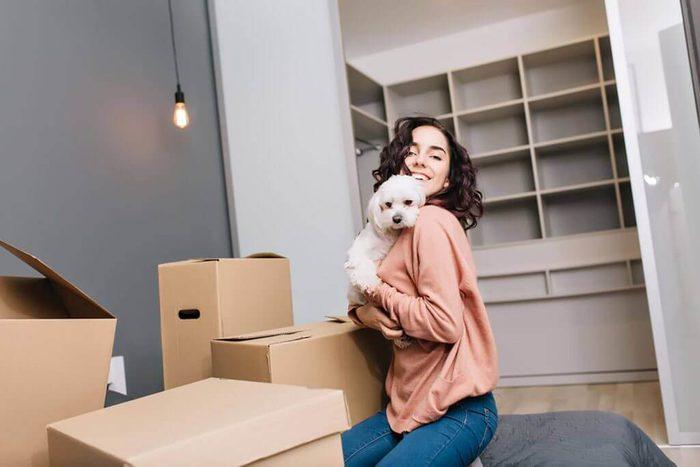 Chien anxieux : un déménagement peut le rendre nerveux.