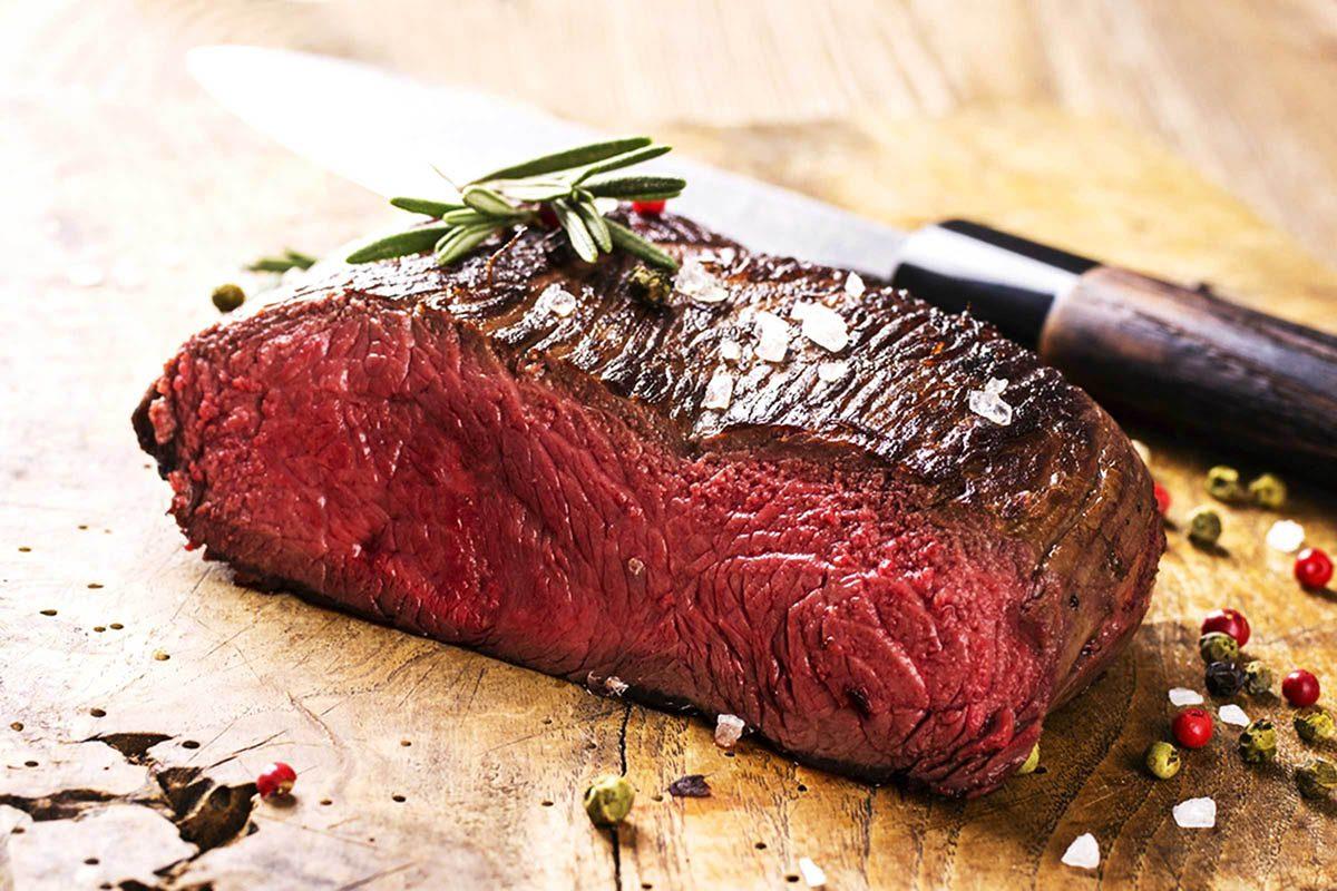 En cuisine, changez de couteaux pour éviter des risques de contamination.