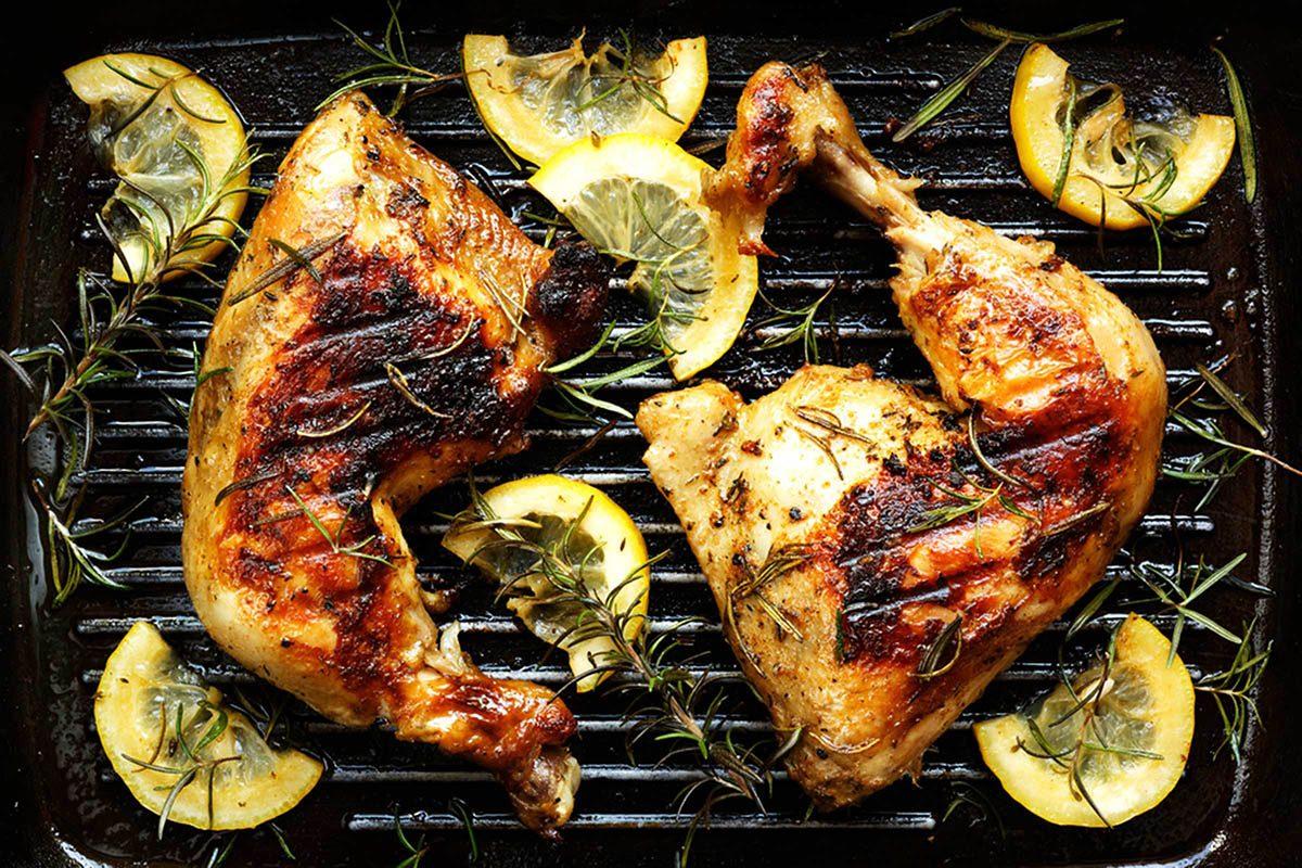 En cuisine, laissez reposer la viande cuite.