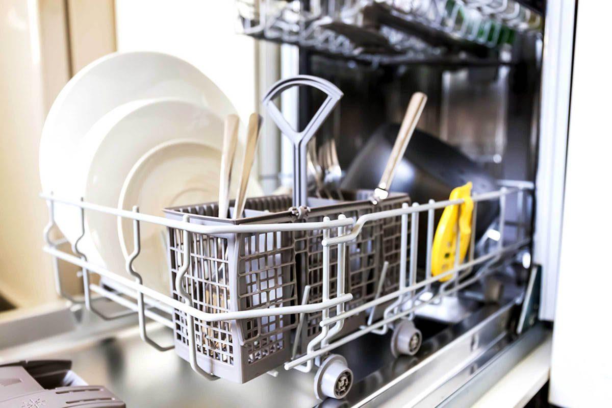 En cuisine, ne mettez pas votre belle vaisselle dans le lave-vaisselle.