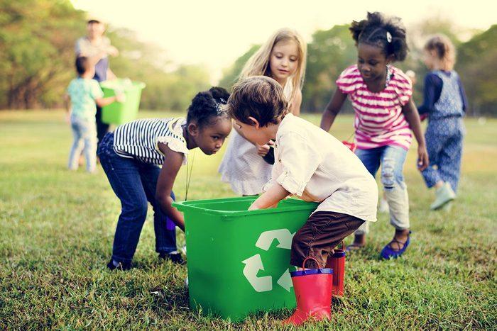 La gestion des déchets est remise entre les mains des générations futures.