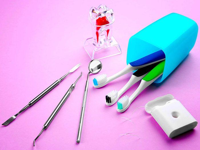 Chercher à avoir un sourire plus blanc que blanc peut abîmer vos dents.