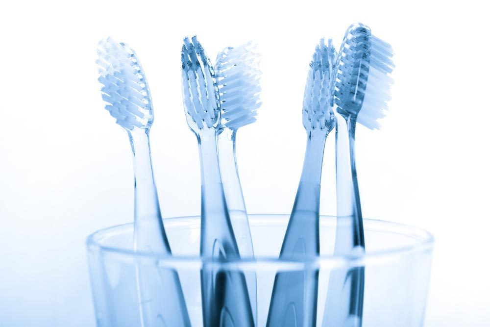 Vos dents peuvent être abîmées si vous utilisez une brosse trop dure.