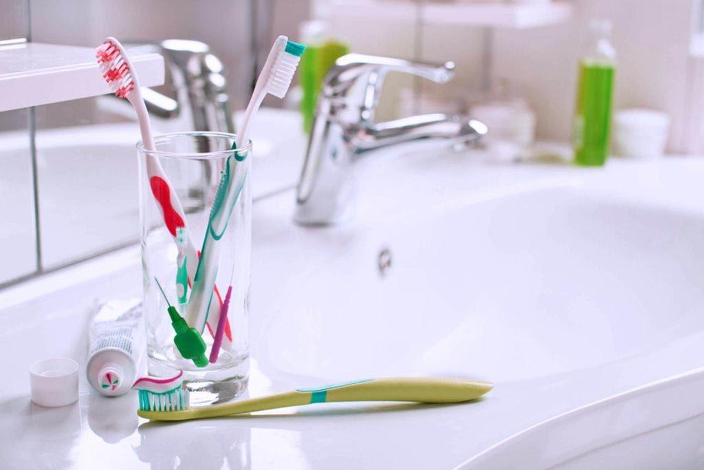 Vos dents peuvent être abîmées si vous ranger votre brosse dans un endroit insalubre.