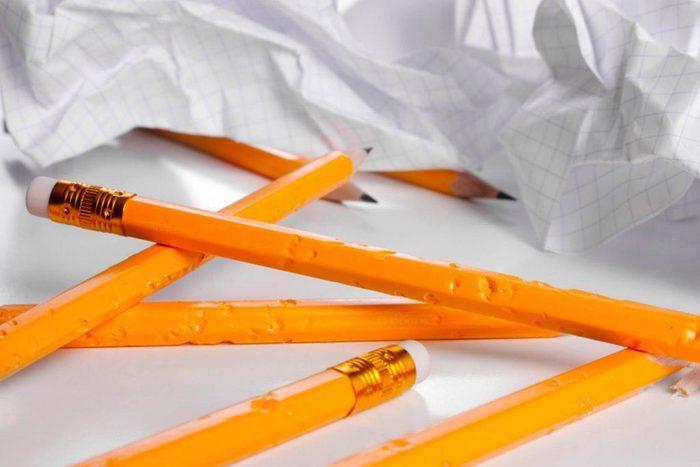Vos dents peuvent être abîmées si mâcher les crayons.