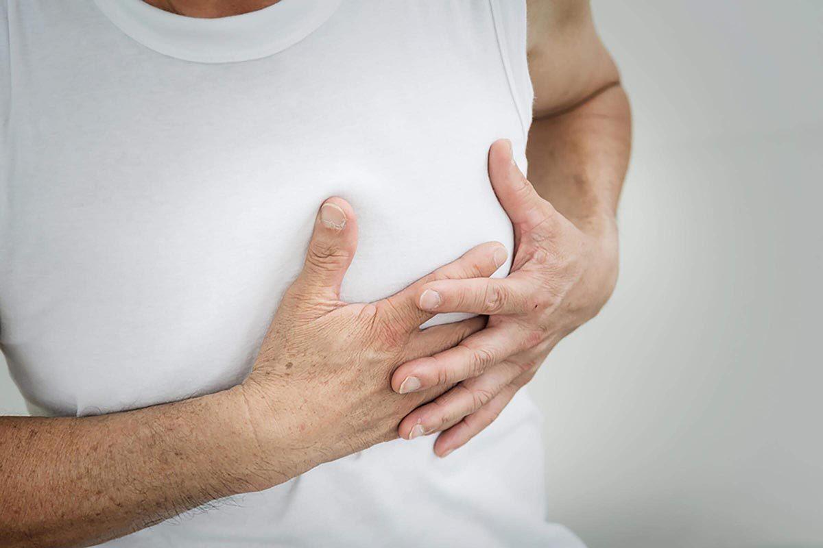 Diabète Glycémie : une douleur à la poitrine durant l'exercice peut être un symptôme.