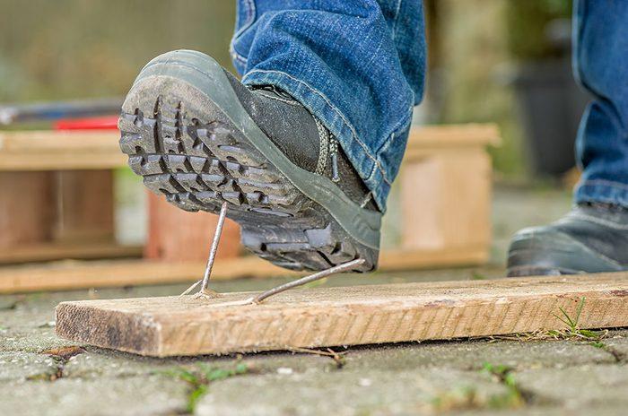En février des mesures sont prises pour faciliter l'accommodement raisonnable pour les accidentés du travail.