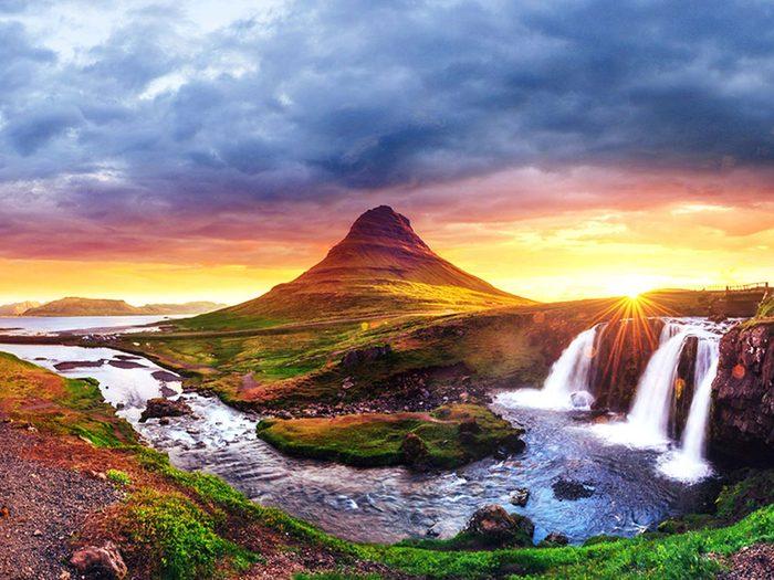 Penser que l'Islande est couverte de glace est une erreur de géographie.