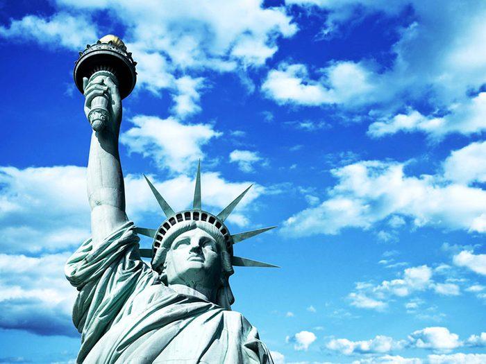Penser que la statue de la Liberté est à New York est une erreur de géographie.