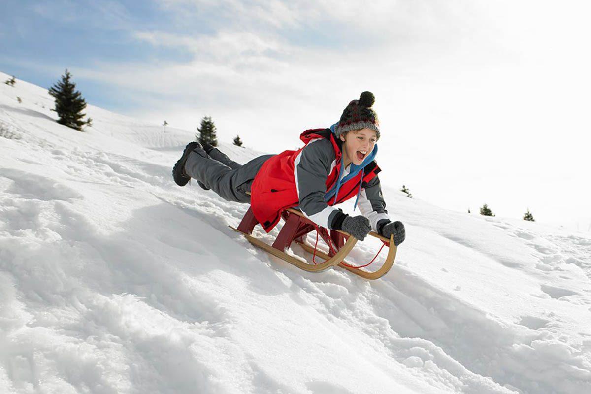 Hiver au Canada : essayez la bouée des neiges à Edmonton.