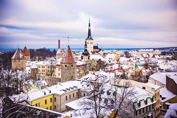 En hiver, visitez Tallin en Estonie.