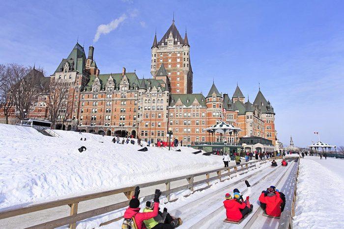 En hiver, visitez la ville de Québec.