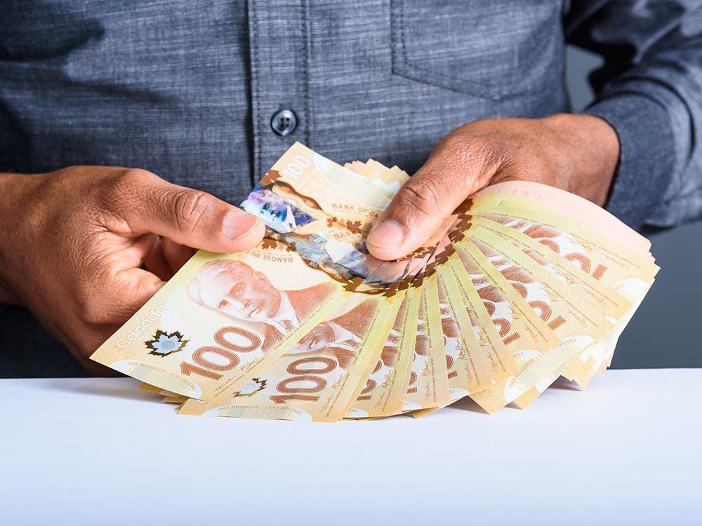 Immigrer au Canada : les manifestations extravagantes de richesse sont vues comme de la vantardise.